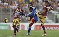 IBAGUÉ -COLOMBIA, 20-06-2013. Aspecto del encuentro entre Deportes Tolima y Deportivo Pasto en los cuadrangulares finales, fecha 2, de la Liga Postobón 2013-1 jugado en el estadio Manuel Murillo Toro de la ciudad de Ibagué./ Aspect of match between Deportes Tolima and Deportivo Pasto during match of the final quadrangular 2th date of Postobon  League 2013-1 at Manuel Murillo Toro stadium in Ibagué city. Photo: VizzorImage/STR