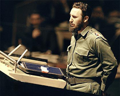 """Fidel Castro. En su alocución del 18 de mayo, Fidel Castro denunció que los tiradores de los Molinos, para llevar a cabo su labor, contaban con un gran arsenal. """"Una unidad de los certeros artilleros –añadió- se ha instalado en lo alto del silo sobre las márgenes del río Ozama. Del otro lado del río, la zona rebelde se extiende a manera de blanco para las ametralladores, bazucas, lanzagranadas y cañones de 106 mm. de las tropas de los Estados Unidos""""."""