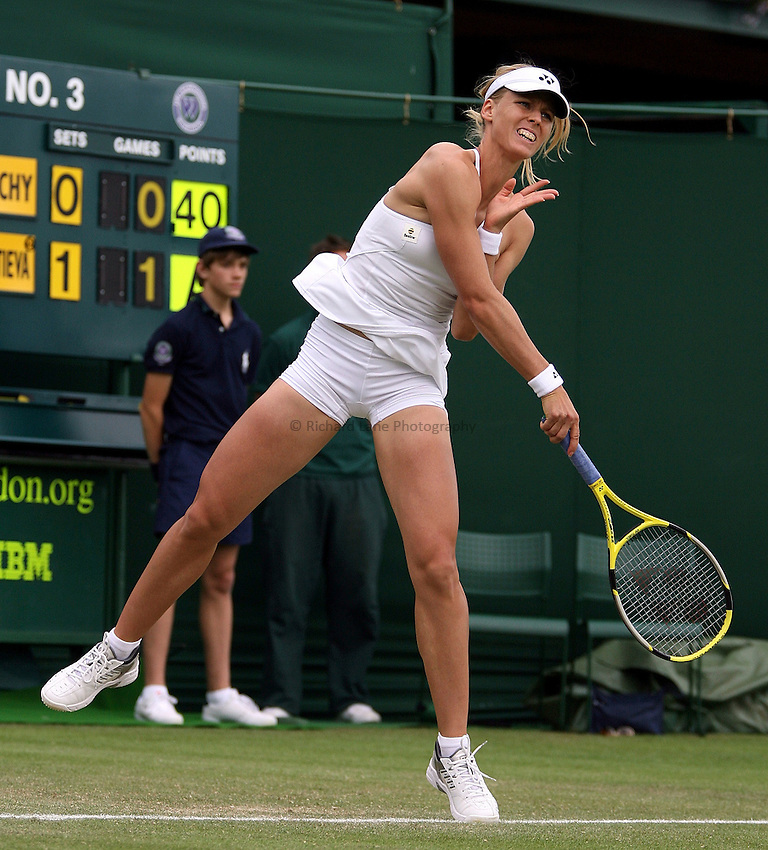 Photo: Paul Thomas..Wimbledon Championships. 27/06/2007...Elena Dementieva (RUS) during her match with Nathalie Dechy.