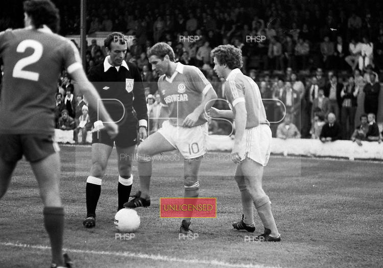 03/09/1980 Blackpool v Everton  League Cup 2nd Round 2nd Leg . Alan Ball prepare to deliver a free kick under the watchful eye of referee George Courtney....© Phill Heywood.