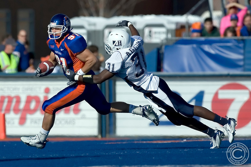 11-18-06 Boise, ID Boise State vs. Utah State in Bronco Stadium. The Broncos defeated the Aggies 49-10 to remain undefeated at 11-0