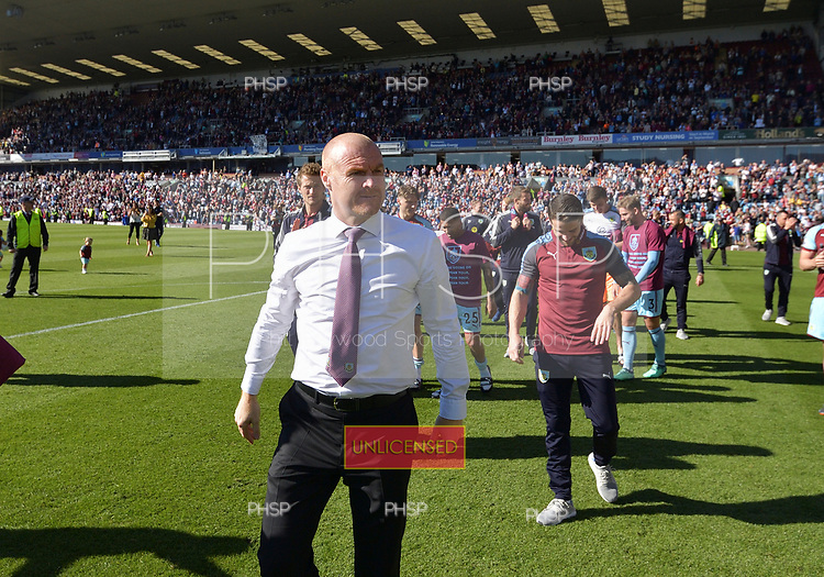 13/05/2018 Premier League Burnley v AFC Bournemouth<br /> <br /> Sean Dyche leads the players