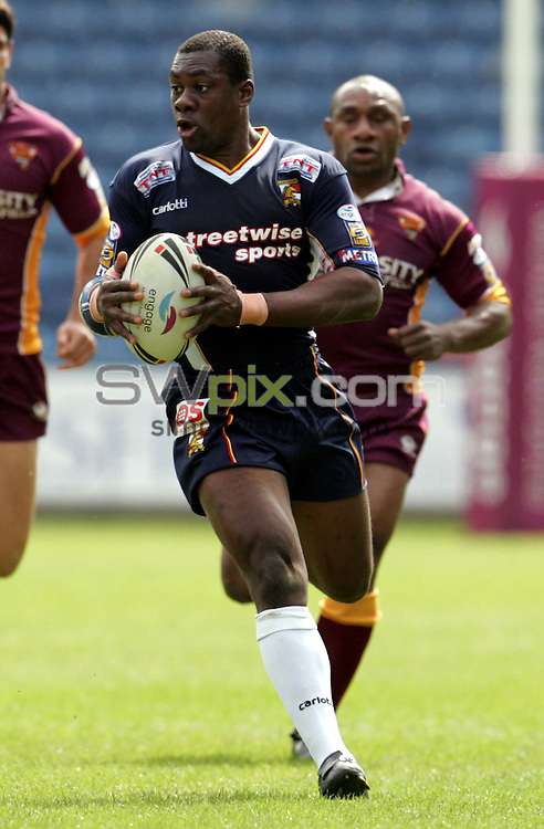 Pix John Clifton/SWpix.com, Huddersfield Giants v London Broncos, Super League X. The Galpharm Stadium, Huddersfield, 15 May 2005, ..COPYWRIGHT PICTURE>>SIMON WILKINSON>>01943 436649>>..London's Joe Mbu