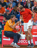 The Hague, The Netherlands, September 17, 2017,  Sportcampus , Davis Cup Netherlands - Chech Republic, Fifth match : Thiemo de Bakker (NED) gets support from captain Paul Haarhuis<br /> Photo: Tennisimages/Henk Koster