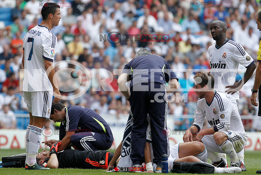 Real Madrid's Iker Casillas (b) and Pepe (d) injured in presence of Cristiano Ronaldo (l), Sergio Ramos (c) and Lass Diarra (r) during La Liga match.August 19,2012. (ALTERPHOTOS/Acero) /NortePhoto.com<br />