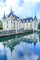 France, Indre-et-Loire (37), Azay-le-Rideau, parc et château d'Azay-le-Rideau au printemps et l'Indre