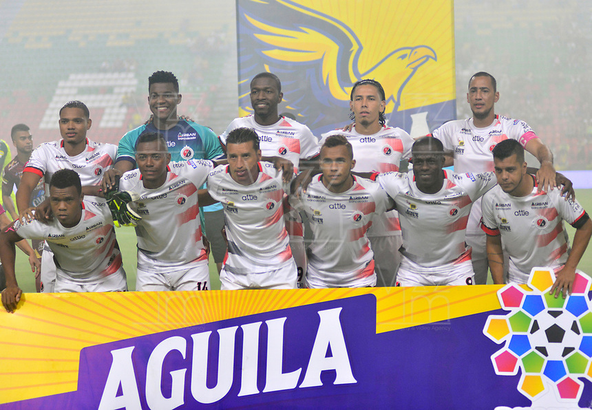 IBAGUÉ- COLOMBIA,19-10-2019:Formación del Cúcuta Deportivo.Acción de juego entre los equipos Deportes Tolima y  Cúcuta Deportivo durante  partido por la fecha 18 de la Liga Águila II 2019 jugado en el estadio Manuel Murillo Toro de la ciudad de Ibagué. /Team of Cucuta Deportivo.Action game between teams Deportes Tolima and Cucuta Deportivo during the 18 date  match for  the Liga Aguila II 2019 played at the Manuel Murillo Toro stadium in Ibague city. Photo: VizzorImage / Juan Carlos Escobar  / Contribuidor