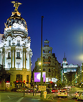 Spanien, Madrid: Das Metropolis-Haus auf der Gran Via, abends | Spain, Madrid: Metropolis-building at Gran Via at night
