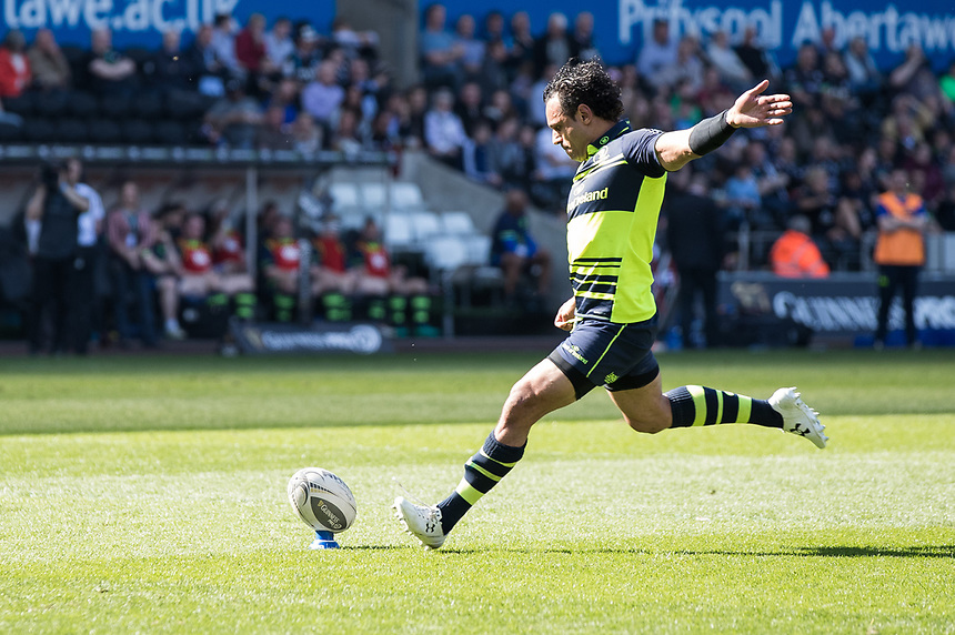 Leinster's Isa Nacewa converts his sides first try<br /> <br /> Photographer Simon King/CameraSport<br /> <br /> Guinness PRO12 Round 19 - Ospreys v Leinster Rugby - Saturday 8th April 2017 - Liberty Stadium - Swansea<br /> <br /> World Copyright &copy; 2017 CameraSport. All rights reserved. 43 Linden Ave. Countesthorpe. Leicester. England. LE8 5PG - Tel: +44 (0) 116 277 4147 - admin@camerasport.com - www.camerasport.com