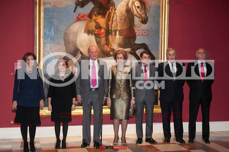 King Juan Carlos I of Spain and Queen Sofia of Spain attend a painting exhibition with Soraya Saenz de Santamaria, Ignacio Gonzalez and Ana Botella at Palacio Real in Madrid, Spain. November 03, 2014. (ALTERPHOTOS/Victor Blanco) /NortePhoto.com