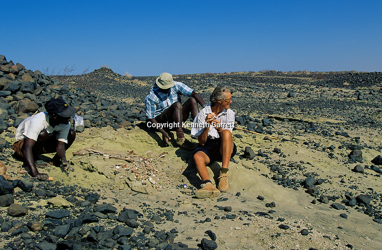 DOH, The Farthest Horizon, Meave Leakey, Kanapoi site, Northern Kenya, Kamoya Kimeu, leader of the Hominid Gang.