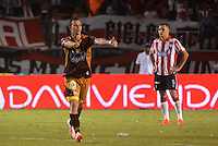 BARRANQUIILLA -COLOMBIA-02-05-2015. Isaac Arias (Izq) jugador de Deportes Tolima celebra  el gol anotado a Atlético Junior durante partido por la fecha 18 de la Liga Águila I 2015 jugado en el estadio Metropolitano Roberto Meléndez de la ciudad de Barranquilla./ Isaac Arias (L) player of Deportes Tolima  celebrates a goal scored to Atletico Junior during match for the 18th  date of the Aguila League I 2015 played at Metropolitano Roberto Melendez stadium in Barranquilla city.  Photo: VizzorImage/ Alfonso Cervantes / Cont