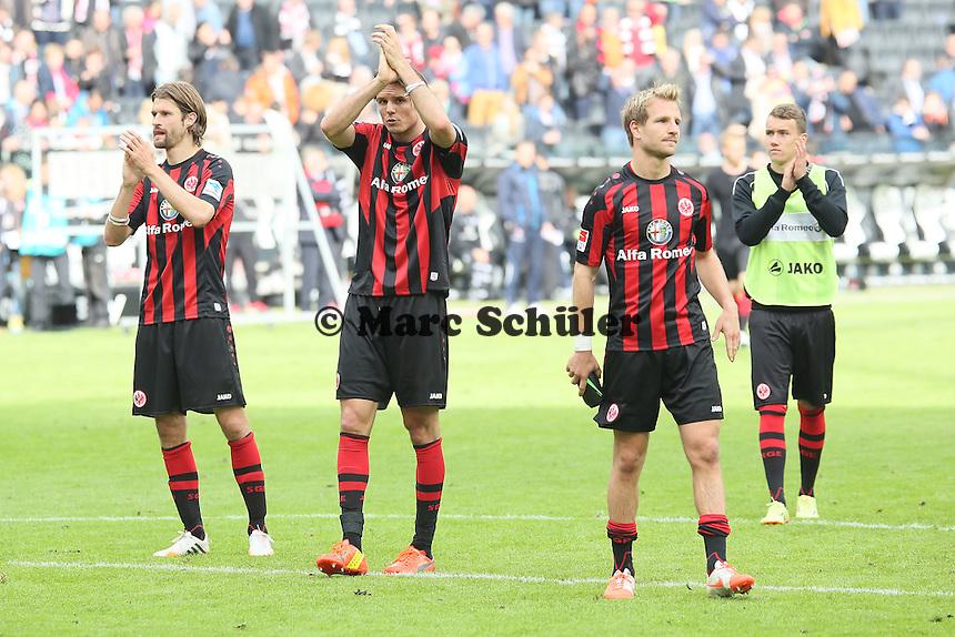 Spieler von Eintracht Frankfurt bedanken sich bei den Fans - Eintracht Frankfurt vs. Bayer Leverkusen, Commerzbank Arena