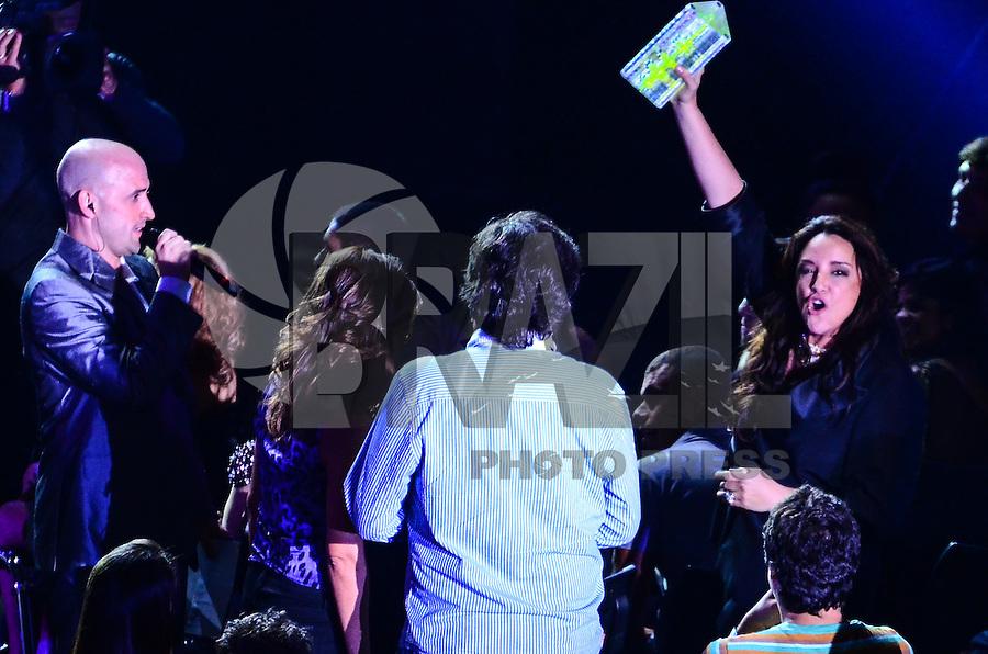 ATENCAO EDITOR: FOTO EMBARGADA PARA VEICULOS INTERNACIONAIS. - RIO DE JANEIRO, RJ,19 DE SETEMBRO 2012 - PREMIO MULTISHOW 2012- Ana Carolina recebe premio na cerimonia de entrega do Premio Multishow  na noite desta terca dia 18 de setembro, no HSBC Arena, na Barra da Tijuca, zona oestedo Rio de Janeiro.(FOTO: MARCELO FONSECA / BRAZIL PHOTO PRESS).