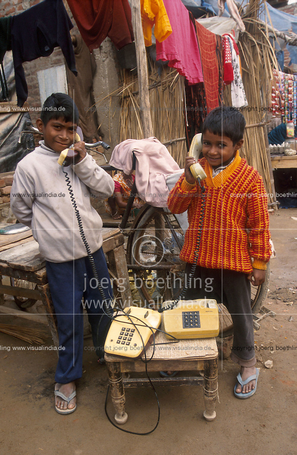 "Südasien Asien Indien IND .Kinder in einem umgesiedelten Slum am Stadtrand von Delhi spielen mit alten Telephonen - Kind Kindheit Kontrast Informationsgesellschaft Kommunikation Armut telephonieren sprechen kommunizieren anrufen xagndaz | .South Asia India New Delhi .children in slum playing with old telephones - contrast child game childhood poverty dalit dalits caste information communication play phone speak call communicate .| [ copyright (c) Joerg Boethling / agenda , Veroeffentlichung nur gegen Honorar und Belegexemplar an / publication only with royalties and copy to:  agenda PG   Rothestr. 66   Germany D-22765 Hamburg   ph. ++49 40 391 907 14   e-mail: boethling@agenda-fototext.de   www.agenda-fototext.de   Bank: Hamburger Sparkasse  BLZ 200 505 50  Kto. 1281 120 178   IBAN: DE96 2005 0550 1281 1201 78   BIC: ""HASPDEHH"" ,  WEITERE MOTIVE ZU DIESEM THEMA SIND VORHANDEN!! MORE PICTURES ON THIS SUBJECT AVAILABLE!! INDIA PHOTO ARCHIVE: http://www.visualindia.net ] [#0,26,121#]"