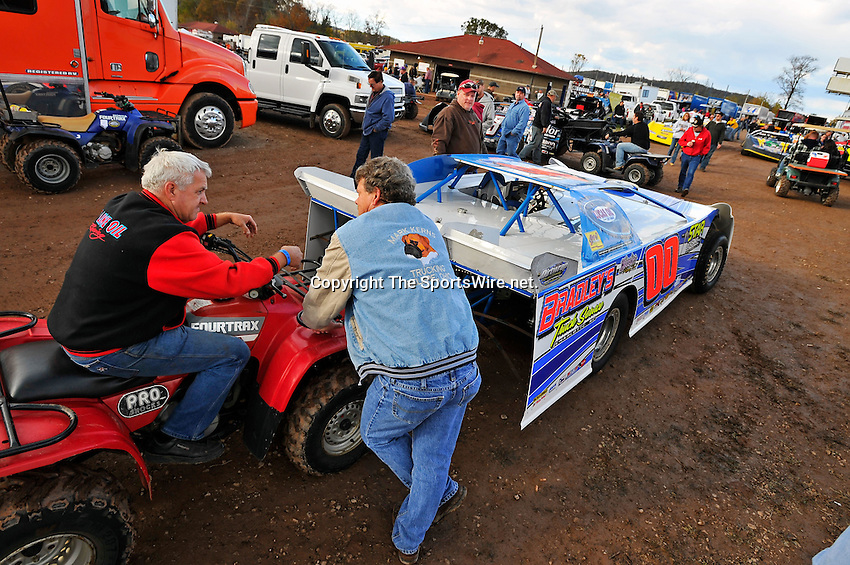 Oct 15, 2010; 4:33:22 PM;Mineral Wells,WV ., USA; The 30th Annual Dirt Track World Championship dirt late models 50,000-to-win event at the West Virginia Motor Speedway.  Mandatory Credit: (thesportswire.net)