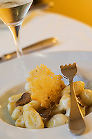 """Europe/France/Midi-Pyrénées/31/Haute-Garonne/Toulouse: Gnocchi à la crème et à la truffe blanche, recette  de Jean Oliva Restaurant """"le 19"""""""