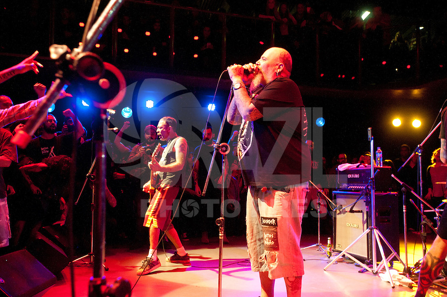 SÃO PAULO, SP, 26.05.2016 - SHOW-SP - Show da banda de hardcore Ratos de Porão, no Centro Cultural São Paulo, na avenida Vergueiro, nesta quinta-feira 26. (Foto: Gabriel Soares/Brazil Photo Press)