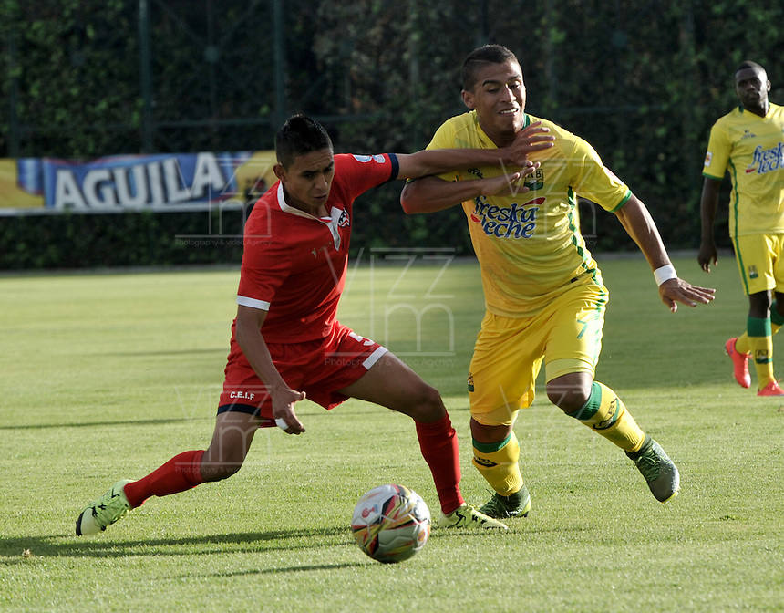 BOGOTA - COLOMBIA - 06-12-2015: Camilo Blanco (Izq.) jugador de Fortaleza FC, disputa el balón con Cesar Amaya (Der.) jugador de Atletico Bucaramanga, durante partido de ida de la final del Torneo Aguila II entre Fortaleza FC y Atletico Bucaramanga, jugado en el estadio Metropolitano de Techo de la ciudad de Bogota. / Camilo Blanco (L) player of Fortaleza FC, figths for the ball with Cesar Amaya