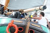 SKUTSJESILEN: LANGWEER: Langwarder Wielen, 02-08-2012, SKS skûtsjesilen, wedstrijd Langweer, De Sneker Pan, skûtsje Sneek, Marije Faber (adviseur), schipper Douwe Jzn. Visser, ©foto Martin de Jong