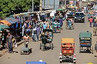 MADAGASCAR, Antsirabe, hand-pulled Rickshaw / MADAGASKAR, Antsirabe, Rikscha im Verkehr
