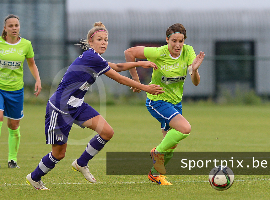20150904 - TUBIZE , BELGIUM : Anderlecht's Nadine Hanssen (left) pictured in a duel with Genk's Elke Meers (r) during a soccer match between the women teams of RSC Anderlecht and KRC Genk Ladies  , on the second matchday of the 2015-2016 SUPERLEAGUE season, Friday 4  September 2015 . PHOTO DAVID CATRY