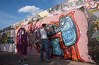 Berlin, Ein Graffiti Künstler am Sonntag (05.05.13) in Mauerpark in Berlin. Foto: Maja Hitij/CommonLens