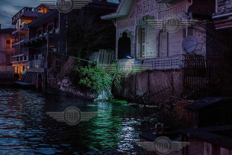 An old wooden villa beside the Bosphorus in Kanlicia on the Asian/Anatolyan shore.