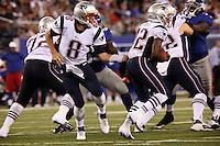 QB Brian Hoyer uebergibt den Ball an RB Jeff Demps (Patriots)