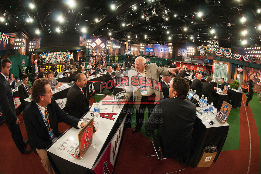 Former Mets pitcher Frank Viola, former Angels pitcher Bryan Harvey, Dodgers Hall of Famer Tommy Lasorda, and former Mets catcher Mike Piazza during the MLB Draft on Thursday June 05,2014 at Studio 42 in Secaucus, NJ.   (Tomasso DeRosa/ Four Seam Images)