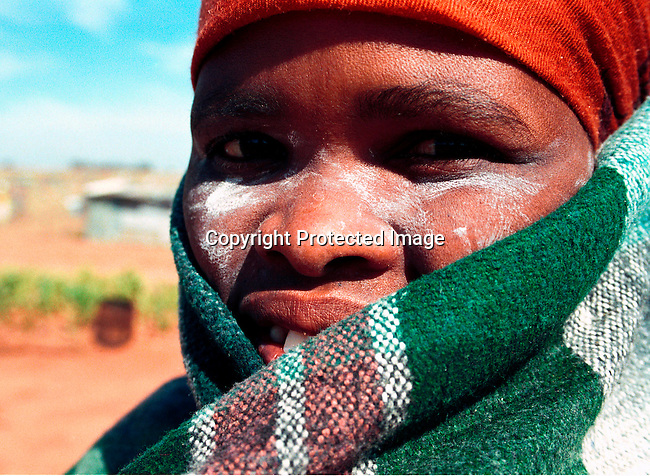 dippcul00015 Culture General. A woman wearing a traditional blanket in Soweto, South Africa;election 1994. .©Per-Anders Pettersson/iAfrika Photos