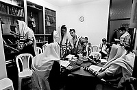 Milano: comunita' LUBAVITCH, preghiera del mattino con filatteri e tallit BET TALMUD (casa del Talmud).Milan: LUBAVITCH community, morning prayer with phylacteries and tallit in BET TALMUD (Talmud house)....