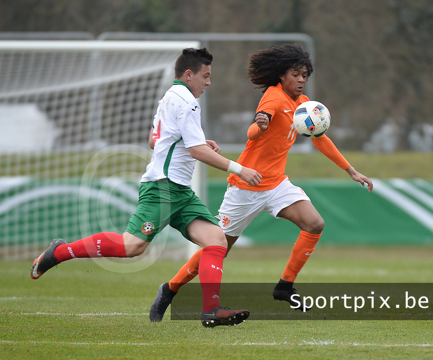 20160324 - Buderich , GERMANY : Dutch Tahith Chong (R) and Bulgarian Dimitar Kostadinov (L) pictured during the soccer match between the under 17 teams of The Netherlands and Bulgaria , on the first matchday in group 4 of the UEFA Under17 Elite rounds in Buderich , Germany. Thursday 24th March 2016 . PHOTO DAVID CATRY