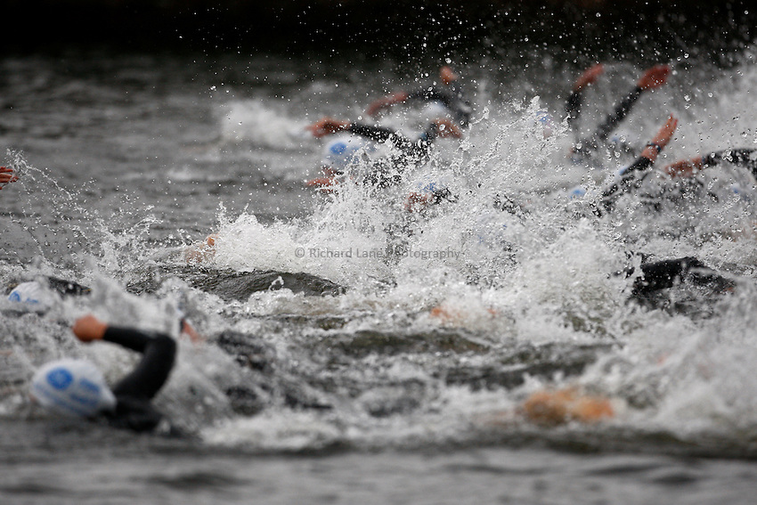 Photo: Richard Lane/Richard Lane Photography. GE Parc Bryn Bach Triathlon. 19/09/2010. Swimming start during the Elite Womens' race.
