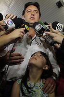 ATENÇÃO EDITOR: FOTO EMBARGADA PARA VEÍCULOS INTERNACIONAIS.CURITIBA, PR, 07 DE OUTUBRO DE 2012 – RATINHO JR.  – O candidato a Prefeitura de Curitiba, Ratinho Jr., pela coligação Curitiba Criativa (PSC, PCdoB, PR e PTdoB), e líder nas pesquisas eleitoral, durante votação na manhã de domingo na Escola localizada no bairro Santa Cândida, em Curitiba. (FOTO: ROBERTO DZIURA JR./ BRAZIL PHOTO PRESS)