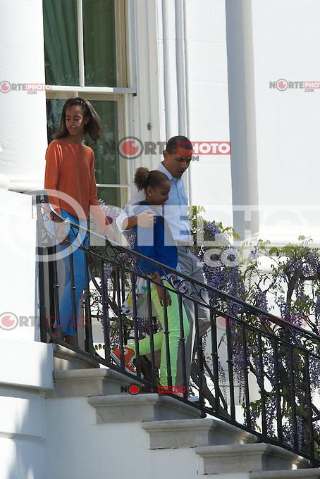 WASHINGTON, DC - 09.04.2012. EE.UU. El presidente Barack Obama camina con sus hijas Malia y Sasha durante la reuni&oacute;n anual Blanca Roll House Easter Egg en Washington DC el 09 de abril 2012 (Foto:Chaz Niell/RWMediapunch/NortePhoto.com*) <br /> ***CREDITO*OBLIGATORIO***<br /> ***SOLO*VENTA*EN M&Eacute;XICO***