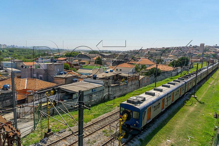 Trem da CPTM na linha Safira - 12, São Paulo - SP, 10/2016.