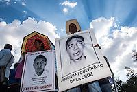 Marcha por #Ayotzinapa a 10 meses