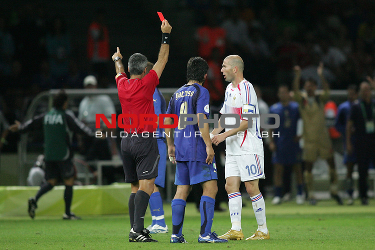 FIFA WM 2006 - Final / Finale<br /> Play #64 (09-Jul) - Italy vs France.<br /> Red Card / Rote Karte for Zinedine Zidane (r) from France during the match of the World Cup in Berlin.<br /> Foto &copy; nordphoto