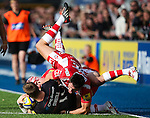 Saracens' David Strettle takes on Gloucester's Rob Cook and Gloucester's James Hook - Rugby Union - 2014 / 2015 Aviva Premiership - Saracens vs. Gloucester - Allianz Park Stadium - London - 11/10/2014 - Pic Charlie Forgham-Bailey/Sportimage