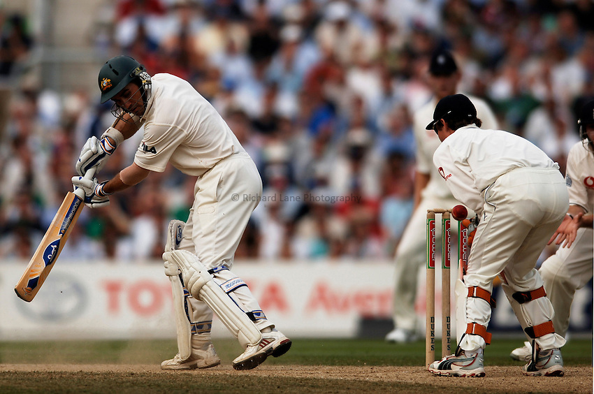 Photo: Glyn Thomas..England v Australia. nPower Test Series. The Ashes 2005..09/09/2005..England's Geraint Jones (R) misses a stumping chance off Justin Langer (L).