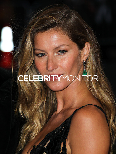 """NEW YORK CITY, NY, USA - MAY 05: Gisele Bundchen at the """"Charles James: Beyond Fashion"""" Costume Institute Gala held at the Metropolitan Museum of Art on May 5, 2014 in New York City, New York, United States. (Photo by Xavier Collin/Celebrity Monitor)"""