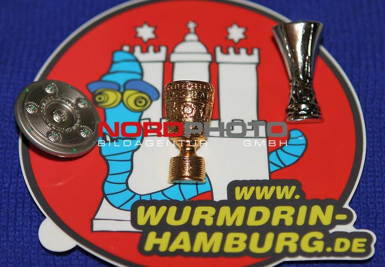 Uefacup 2008/2009  2.Halbfinale<br /> Hamburger SV vs. Werder Bremen<br /> <br /> <br /> Bremens Fans kreieren einen neuen Hamburg Sticker mit DFB-Pokal, Uefacup und Meisterschale.<br /> <br /> <br /> Foto &copy; nph (nordphoto)<br /> <br /> *** Local Caption ***