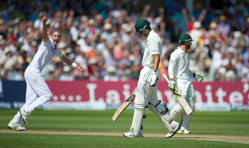 Australia's Ashton Agar sees his hook shot caught by England's Graeme Swann 2 runs short of his Test debut century  as Stuart Broad celebrates in the background - AC Agar c Swann b Broad 98<br /> <br />  (Photo by Stephen White/CameraSport) <br /> <br /> International Cricket - First Investec Ashes Test Match - England v Australia - Day 2 - Thursday 11th July 2013 - Trent Bridge - Nottingham<br /> <br /> &copy; CameraSport - 43 Linden Ave. Countesthorpe. Leicester. England. LE8 5PG - Tel: +44 (0) 116 277 4147 - admin@camerasport.com - www.camerasport.com