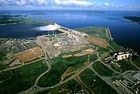 Vista aérea da usina hidrelétrica de Tucuruí, barragem no rio Tocantins controlada pela Eletronorte, que fornece energia para os estados do Pará, Maranhão e Tocantins.<br />Tucuruí - Pará - Brasil<br />26/04/2002<br />©Foto: Paulo Santos/Interfoto<br />Cromo Cor 135 Tucuruí  P 15 B3