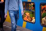 Amsterdam, 30 april 2011.Koninginnedag op en rond Amsterdam Centraal Station: een stel slapend in de trein naar huis..Foto Felix Kalkman