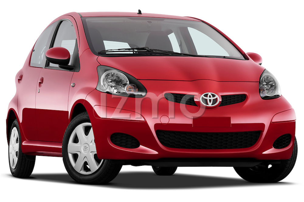 Low aggressive passenger side front three quarter view of 2010 Toyota Aygo + 5 Door Microcar Stock Photo