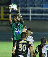 CALI - COLOMBIA, 20-02-2020: Oscar Ramos arquero del Real en acción durante partido de ida por la primera ronda de clasificación de la Copa BetPlay DIMAYOR 2020 entre Atlético F.C. y Real Cartagena jugado en el estadio Pascual Guerrero de la ciudad de Cali. / Oscar Ramos goalkeeper of Real in action during first leg match for the first round of classification as part of BetPlay DIMAYOR Cup 2020 between Atlético F.C. and Real Cartagena played at Pascual Guerrero stadium in Cali. Photo: VizzorImage / Gabriel Aponte / Staff