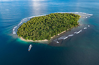 Luftaufnahme von Wickham Island, Marovo Lagoon, Eine der groesten wenn nicht die groesste Salzwasserlagune der Welt, Salomonen, Salomonsee, Salomonensee / Aerial View from Wickham Island, Marovo Lagoon, Maybe the bigest Saltwater lagoon of the World,