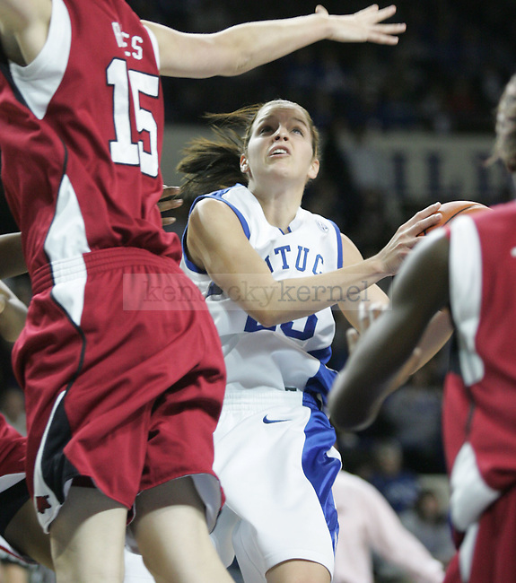 Sophomore guard Rebecca Gray looks to the basket during the first half of the game against Arkansas at Memorial Coliseum on Thursday. Photo by Zach Brake | Staff..